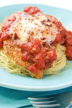 Weigth Watcher's Recipes ~ This Skinny Mom, Skinny Baked Chicken Parmesan recipe is LOW FAT and devine! So scrumptious that your family wont notice its healthy! Skinny Chicken Parmesan, Chicken Parmesan Recipes, Baked Chicken, Weight Watchers Chicken Parmesan Recipe, Chicken Parmesean, Parmesan Pasta, Chicken Piccata, Recipe Chicken, Chicken Marinara