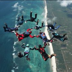 Something I really want to experience ; skydiving !!