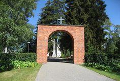 Muistojen kappeli Alavudella. Alavuden taistelu käytiin 17.8.1808. Grave Monuments, Graveyards, George Washington Bridge