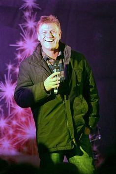 Sean Bean Photos Photos: Sean Bean Turns on the Hampstead Christmas lights Game Of Thrones Cast, Sean Bean, Hampstead Heath, Famous Men, Celebs, Celebrities, Green Eyes, The Man, Beans