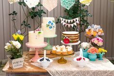 Beautiful Garden Baby Shower Guest Dessert Feature | Amy Atlas Events  crochê na mesa dos bolos
