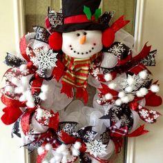 Snowman Wreath...these are the BEST DIY Christmas Wreath Ideas!