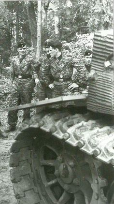 The crew of a Tiger 1 with an SS Panzer Division