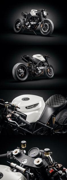 Amazing Ducati 916 Custom Café Fighter.   More images at: http://bikebrewers.com/ducati-916-custum-cafe-fighter/