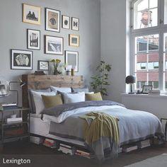 Die Bilderrahmen in Petersburger Hängung über dem Bett machen den Raum interessant und verleihen dem Schlafzimmer eine individuelle Note. Bücher, Pflanzen …
