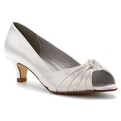 Dyeables Becky found at - i'd love these shoes dyed turquoise! Satin Shoes, Satin Pumps, How To Dye Shoes, White Pumps, White Satin, Low Heels, Shoes Online, Open Toe, Kitten Heels