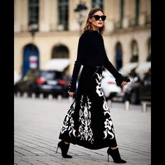 """62.7 mil Me gusta, 332 comentarios - Olivia Palermo (@oliviapalermo) en Instagram: """"My most loved accessory during sunny ☀️Paris fashion week @tods ☀️#todseyewear"""""""