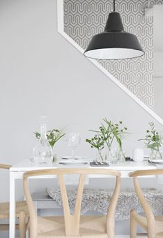 Table setting, grey and green, sushi, girlsnight, wishbone chair Decor, Table, Minimalism Interior, Dining Room Inspiration, Dining Room Decor, Table Settings, Home Decor, Wine Table, Dining Table