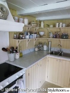 Swedish Kitchen, Swedish House, Old Kitchen, Kitchen Stories, Country Life, House Tours, Rum, Tiny House, Kitchen Cabinets