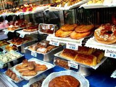 Where to Eat Breakfast, Lunch and Dinner in Madrid ~ An Insider's Guide - Spain:Portugal - Travel & Restaurants Eat Lunch, Lunch Menu, Breakfast Lunch Dinner, Eat Breakfast, Madrid Restaurants, Breakfast Restaurants, Tapas Menu, Food Menu, Breakfast In Madrid
