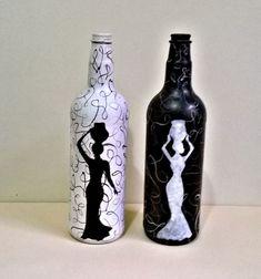 Glass Bottle Crafts, Wine Bottle Art, Painted Wine Bottles, Diy Bottle, Glass Bottles, Glass Painting Designs, Pottery Painting Designs, Wedding Bottles, Bottle Painting