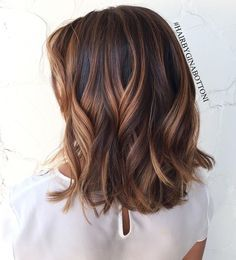brunette wavy lob  Short hair, long hair, braids. Hair & Beauty inspiration blonde, bobs, buns, brunette, hair inspiration, hair styles, blonde hair, curly hair, hair style ideas.
