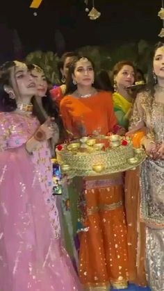 Indian Wedding Songs, Best Wedding Dance, Wedding Dance Video, Wedding Videos, Pakistani Bridal Wear, Indian Bridal, Bridal Songs, Bridal Dress Design, Indian Wedding Photography