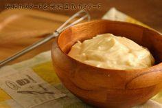 米粉を使ったお菓子で、小麦粉との違いが1番少ないと感じたのが・・・カスタードシュークリーム。米粉で膨らむか不安だったシュー生地は問題なく膨らんでさっくりと軽く、カスタードは薄力粉で作るのものより簡単で、粉に甘みがあるので砂糖を控えても美味しい。全卵で作るカスタードは、牛乳で作ると定番の懐かしい味。豆乳で作ると思いのほか青臭く無く、あっさりしていて私はこちらも好き!アレルギーで乳製品が使えない場合、バターを加えなくても美味しくできます。あっさり味になるので、はちみつの風味もプラス。ラム酒で風味のレベルがグンとあがるのであれば是非加えてみて下さい。私はカスタードを電子レンジで作って大失敗したことがあります。本に載ってある通りにチンしたら加熱のしすぎで、ひと固まりの餅になってしまいました。3回に分けてチン!するように...電子レンジで☆米粉カスタード&米粉豆乳カスタード。