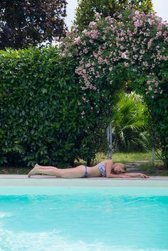 """Fenicotteri rosa in piscina - estate 2017 Voglia di estate e di vacanze relax in piscina con il nuovo gonfiabile rosa come la bellissima """"notte rosa"""" la festa che per un week-end il primo di luglio regala alla riviera Romagnola centinaia di concerti ed eventi da non perdere. B&B il Casale San Giovanni in Marignano (Rimini) Pagina Facebook: http://ift.tt/17MjYWV Profilo Twitter: http://twitter.com/bbilcasale Pagina Pinterest: http://ift.tt/1GdKIhO Profilo Tumblr…"""