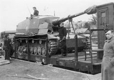 The Dicker Max self-propelled artillery gun was envisioned as a long-range bunker buster, but served as a powerful long range tank destroyer. Luftwaffe, Self Propelled Artillery, Tank Destroyer, Trains, Rail Car, Armored Fighting Vehicle, Ww2 Tanks, World Of Tanks, Battle Tank