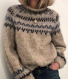 Skandinavian Fashion, Icelandic Sweaters, Fair Isle Knitting, Sweater Knitting Patterns, Knitting Sweaters, Hand Knitted Sweaters, Knitting Stitches, Free Knitting, Knit Fashion