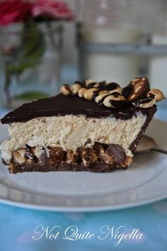 No bake, Snickers pie recipe. It has a thick layer of chocolate chip cookie crumbs, a layer of thick caramel, chopped up Snickers bars, a lovely whipped peanut butter, cream cheese  and cream centre, a top layer of chocolate ganache, roasted peanuts and more chopped up Snickers bars. It is a Snickers but in a pie form.