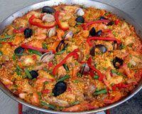 Real paella! I love Spanish food. I'll have to make this soon. Seafood Paella, Seafood Dishes, Fish And Seafood, Seafood Recipes, Mexican Food Recipes, Cooking Recipes, Spanish Dishes, Spanish Food, Spanish Paella Recipe