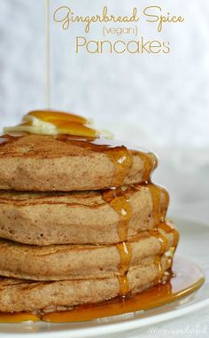 For Christmas morning? Gingerbread Spice Vegan Pancake Recipe with Ginger Maple Syrup - These dairy free pancakes are the perfect holiday breakfast! Dairy Free Pancakes, Vegan Pancakes, Breakfast Pancakes, Homemade Pancakes, Pancakes Easy, Fluffy Pancakes, Vegan Pancake Recipes, Vegan Recipes, Vegan Christmas