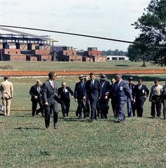 1963. 18 Mai. By Cecil W. STOUGHTON. ST-C164-1-63. President John F. Kennedy Arrives in Muscle Shoals, Alabama, for 30th Anniversary Celebration of the Tennessee Valley Authority
