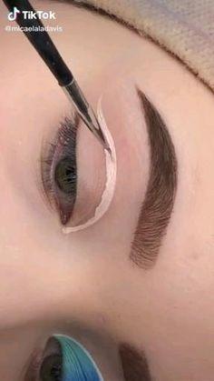 Edgy Makeup, Glamour Makeup, Eye Makeup Art, Crazy Makeup, Skin Makeup, Eyeshadow Makeup, Eyebrow Makeup, Creative Eye Makeup, Colorful Eye Makeup