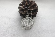 1pcs/ antique silver/ bronze Necklace, Hogwarts Express Station, Platform 9 3/4,charm Pendant Necklace,