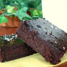 Black Bean Brownies (Gluten Free) These are flourless brownies made with pureed black beans! You can substitute spices for the vanilla. I used about 1 tsp. Penzey's Apple Pie Spice and it was terrific. Foods With Gluten, Gluten Free Desserts, Healthy Desserts, Healthy Treats, Gluten Free Recipes, Dessert Recipes, Healthy Recipes, Potluck Recipes, Ww Recipes