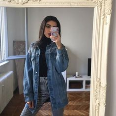 "5,730 curtidas, 100 comentários - @mari_malibu no Instagram: ""This @misspap oversized denim jacket is such a gem use my code 'MARI10' to get a little discount!!"""