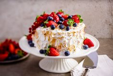 İtalyan Merengli Kırmızı Meyveli Pasta