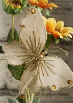 Beauty Christmas Ornament Decoration Ideas are new, sparkly that fit the times. Discover more Christmas decorating ideas, homemade Christmas ornaments, from the Butterfly Ornaments, Diy Butterfly, Butterfly Decorations, Jute Flowers, Fabric Flowers, Paper Flowers, Burlap Crafts, Diy Crafts, Burlap Projects