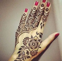 Latest Eid Mehndi Designs Collection for Girls consists of new trends and henna designing styles. Try out these easy and simple mehndi designs! Peacock Mehndi Designs, Beautiful Henna Designs, Arabic Mehndi Designs, Mehndi Patterns, Simple Mehndi Designs, Mehndi Designs For Hands, Mehandi Designs, Beautiful Mehndi, Arabic Design