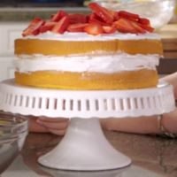 Shut'Em Up Shortcake was the first recipe that the girls cooked when getting the Cookbook. Its first appearance was in Just Add Magic. 3 pints of fresh strawberries Round Cake Pans, Round Cakes, Hannah Cook, Magic Cook, Magic Birthday, Birthday Ideas, 9th Birthday, Just Add Magic, Shortcake Recipe