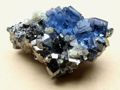 Description: Name : 72g Rare Beauty Transparent Blue Cube Fluorite & Arsenopyrite Mineral Specimen Material : NATURAL Fluorite Quartz Crystal Weight 72g Length : 48mm Width : 24mm Hight : 42mm Note : Only one piece available. You will get exactly the piece shown in the picture Fluorite is made up
