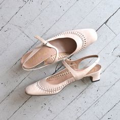 vintage 60s shoes / 1960s shoes / Shell Pink Janes