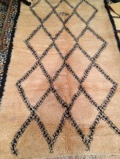 Bani Ouarain 4x6ft Rug – Reloved #morocco #bani ourain #azizal #berberrugs #berber #woolrugs #vintagerugs #rugs #vintage #white #brown #mediumrug