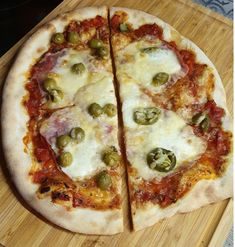 Kvásková pizza bez rozkvasu 👍👌👌 Hawaiian Pizza, Vegetable Pizza, Vegetables, Food, Basket, Essen, Vegetable Recipes, Meals, Yemek