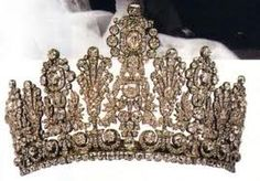 Couronne royale--I'd just like to be royalty please... just for a day...or a week...or a month...