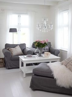 Gray and white show up on the opposites. Gray chairs and white floor and walls. Very chic!