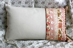 Pretty pillow....from Moda Bake Shop, as always, they have wonderful tutorials and inspiration.