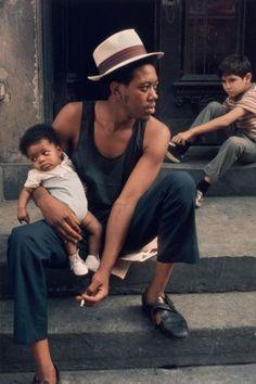 "2000-lightyearsfromhome: ""New York, 1972 / © Helen Levitt """