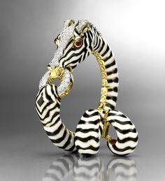 Bracelet David Webb à découvrir au salon Masterpiece London http://www.vogue.fr/joaillerie/a-voir/diaporama/des-bijoux-vintage-au-salon-masterpiece-2013de-londres-siegelson-verdura-david-webb/13835/image/770730#!3