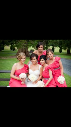 A bride & her bridesmaids. Bridesmaids, Bridesmaid Dresses, Wedding Dresses, Wedding Hairstyles, Fashion, Medium Wedding Hairstyles, Alon Livne Wedding Dresses, Fashion Styles