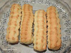 Biscuiti fragezi Hot Dog Buns, Hot Dogs, Biscuit, Deserts, Bread, Food, Bakken, Desserts, Eten