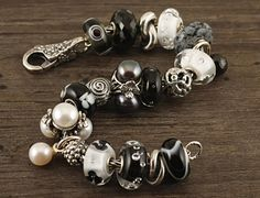 Like this black & white combo w/pearls- Trollbeads Beaded Braclets, Beaded Jewelry, Baubles And Beads, Pandora Bracelets, Lampwork Beads, Charm Jewelry, Pearl White, Black White, Troll Beads