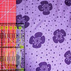 Offener Halsausschnitt im Coverlook » BERNINA Blog Cover, Shirts, Sewing, Couture, Serger Sewing Projects, Sew Dress, Fabrics, Neckline, Handarbeit
