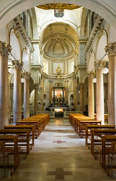 Chiesa di San Sepolcro - Milano Sacred Architecture, Religious Architecture, Houses Of The Holy, Paulistano, Church Interior, Cathedral Church, Visit Italy, Milan Italy, Place Of Worship