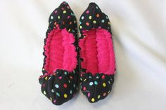 LAST SET AVAILABLE- Figure/Ice Skating Soakers and towel that features Black fabric with multi color dots and pink terry cloth in side,