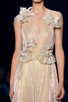 Marchesa at New York Fashion Week Spring 2017 - Details Runway Photos Style Haute Couture, Couture Fashion, Runway Fashion, Fashion Week, New York Fashion, High Fashion, Fashion Details, Fashion Design, Glamour