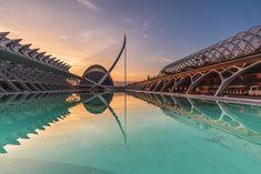 Desde 2008 podemos disfrutar de uno de los puentes más conocidos de la ciudad de Valencia. El puente, cuyo nombre oficial es L'Assut de L'Or, pero que todo el mundo conoce como el puente del jamonero o del arpa. Es … Sigue leyendo →